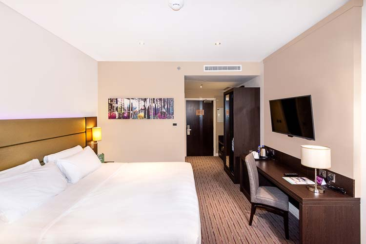 Hotel room in Dubai with free WiFi and work desk for business travel in Dubai