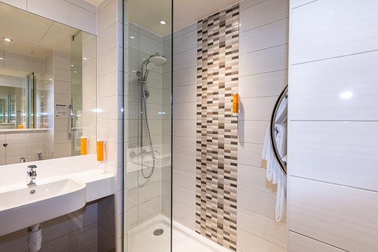 Ensuite bathroom in 3 star hotel in Dubai