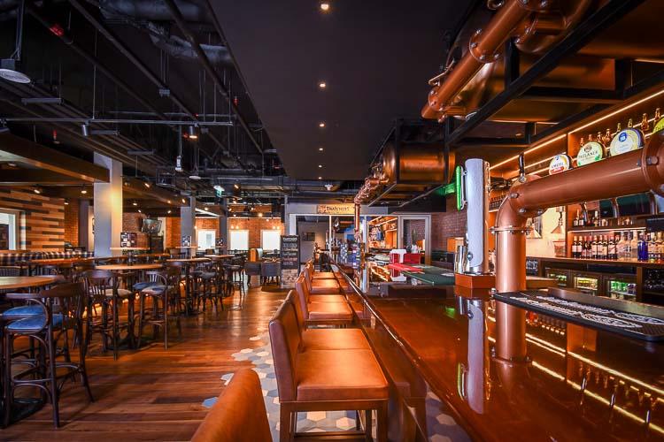 Hotel bar in Dubai near Metro