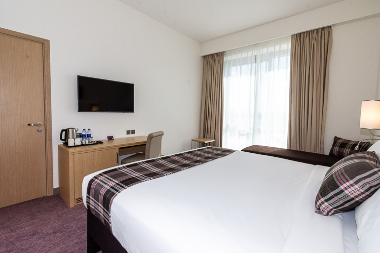 Double bedroom with interconnecting room for families and groups staying in Dubai