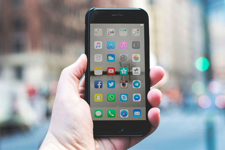 iPhone with top business traveller apps